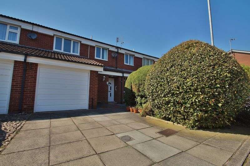 3 Bedrooms Terraced House for sale in Prince Charles Gardens, Southport