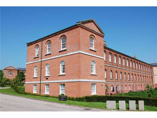 3 Bedrooms Flat for sale in EXMINSTER