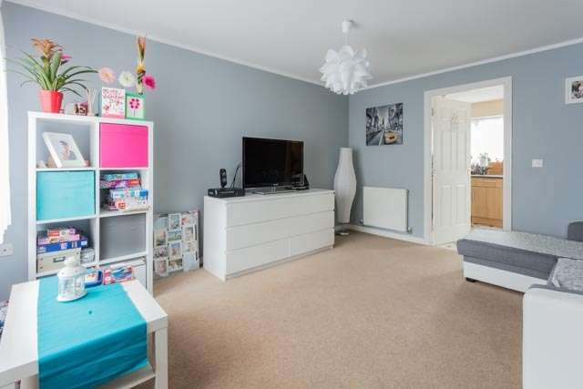 3 Bedrooms Semi Detached House for sale in Walstow Crescent, Doncaster, South Yorkshire, DN3