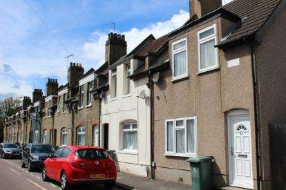 4 Bedrooms Terraced House for sale in Stratford, London