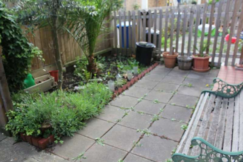 2 Bedrooms Maisonette Flat for sale in Cadbury Way,, Bermondsey, SE16 3XB