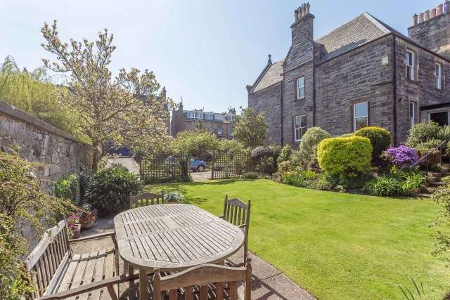6 Bedrooms Semi Detached House for sale in Inverleith Place, Edinburgh, EH3 5PZ
