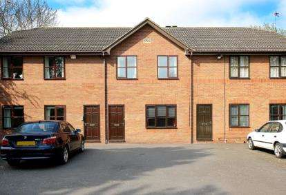 2 Bedrooms Flat for sale in Sutherby Court, Tickhill Road, Doncaster