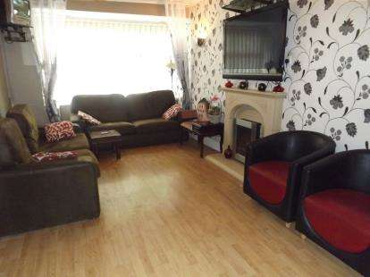 3 Bedrooms Semi Detached House for sale in Marcliffe Drive, Manchester, Greater Manchester