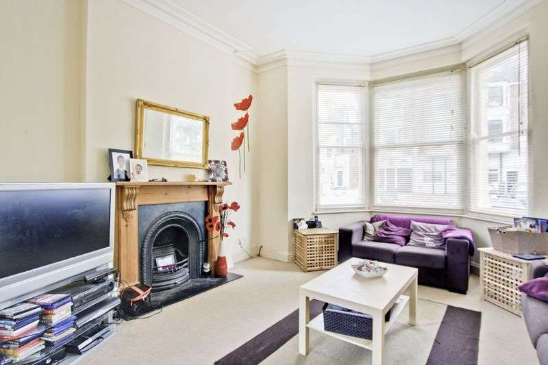 2 Bedrooms Flat for sale in Wellington Gardens, Charlton, SE7