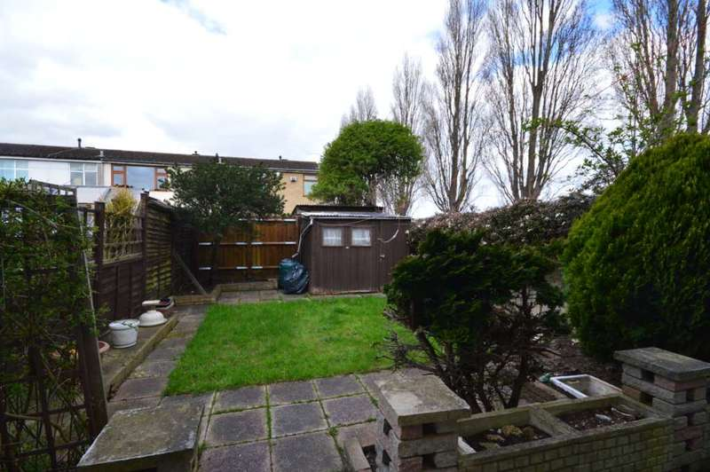 3 Bedrooms Semi Detached House for sale in Roxwell Road, Creekmouth