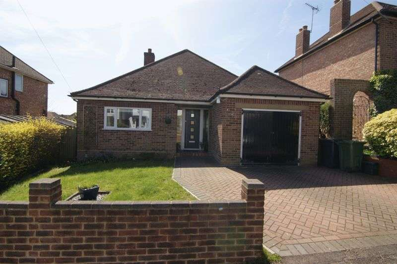 3 Bedrooms Detached Bungalow for sale in Sheepfold Road, Guildford