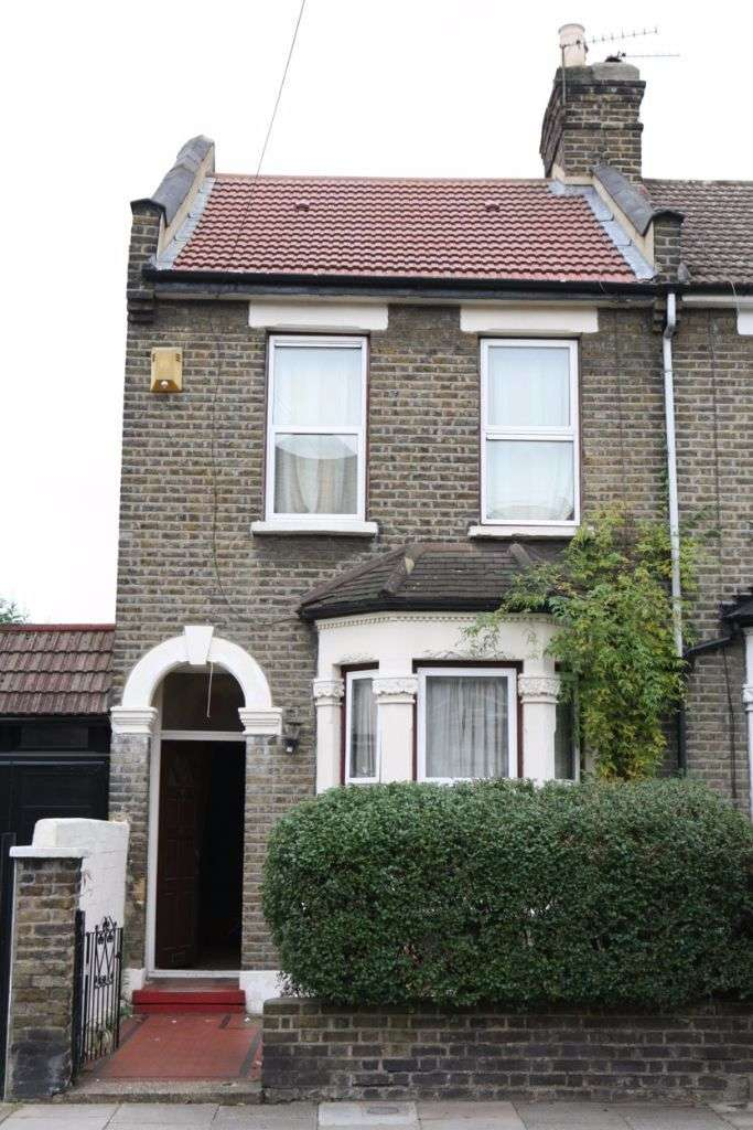 4 Bedrooms Semi Detached House for sale in East Road, Stratford