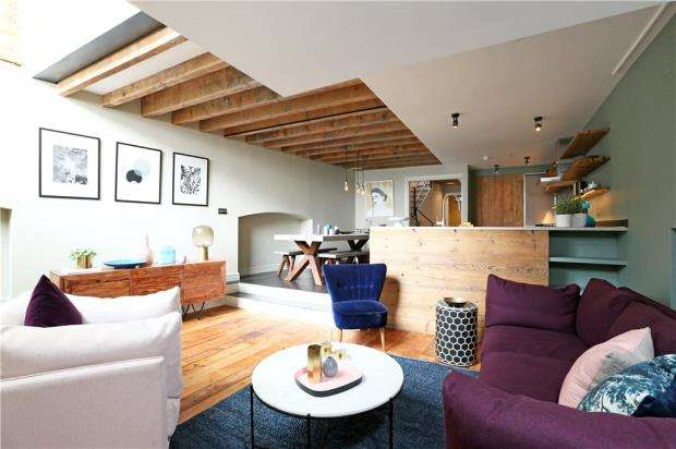 3 Bedrooms Flat for sale in Southwark Bridge Road, London