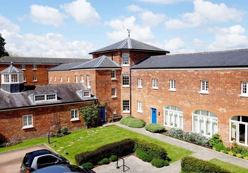 2 Bedrooms Flat for sale in Central Thame
