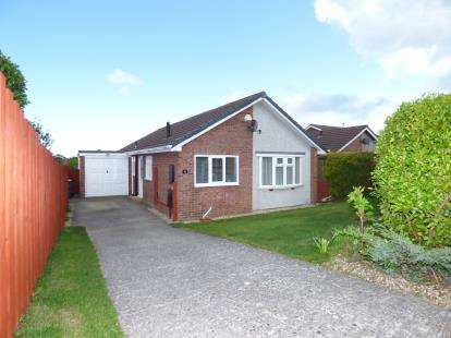 3 Bedrooms Bungalow for sale in Bryn Cadno, Colwyn Bay, Conwy, LL29