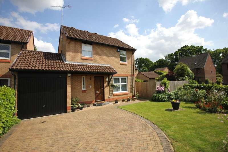 3 Bedrooms Detached House for sale in Cardingham, Woking, Surrey, GU21