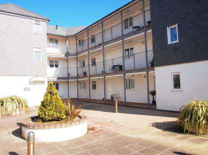 2 Bedrooms Flat for sale in Hilgrove Road, Newquay, Cornwall