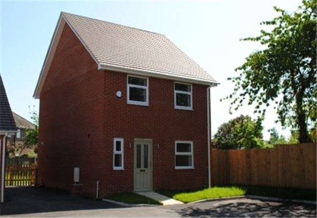3 Bedrooms Detached House for sale in Cheltenham Road East, GLOUCESTER, GL3 1AL