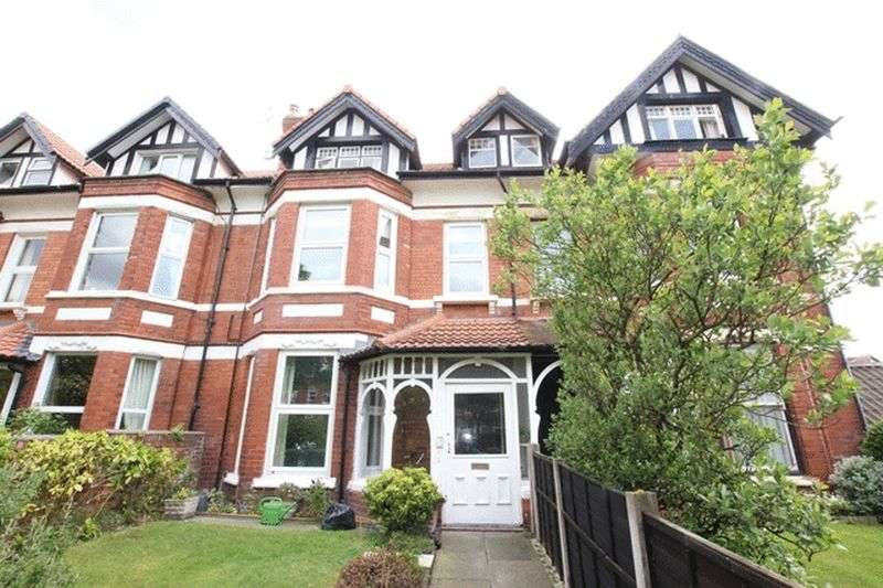 2 Bedrooms Flat for sale in Victoria Drive, West Kirby, Wirral