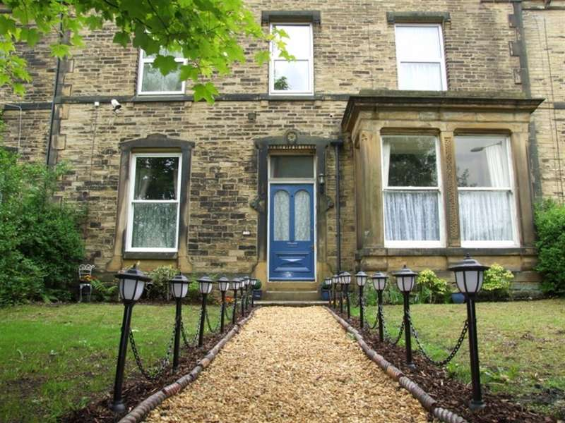 5 Bedrooms Terraced House for sale in Heath Mount, Savile Park, Halifax, HX1 2YR