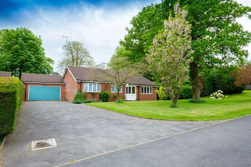 3 Bedrooms Detached Bungalow for sale in Sussex Drive, Finchfield, Wolverhampton