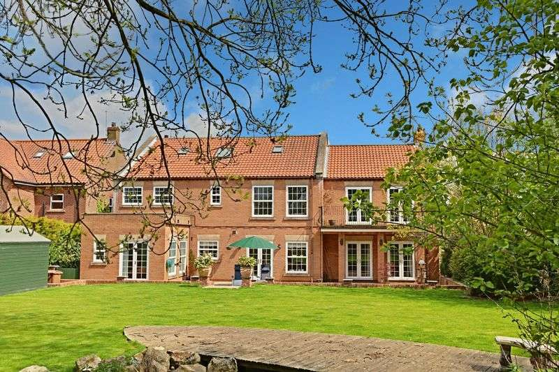 5 Bedrooms Detached House for sale in Damson Garth, Lund
