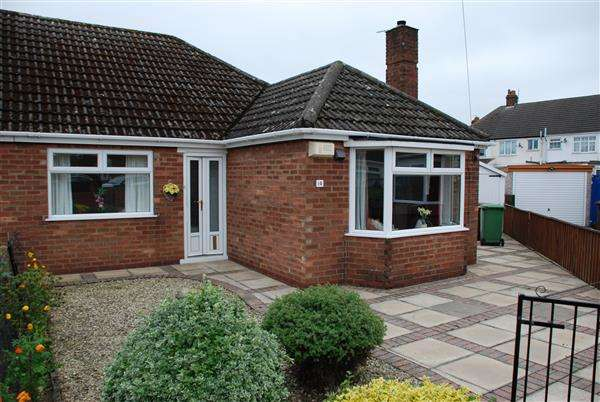 2 Bedrooms Semi Detached Bungalow for sale in SALSBURY AVENUE, GRIMSBY