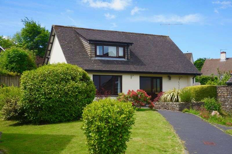 3 Bedrooms Detached House for sale in Okehampton, Devon. EX20 1JG