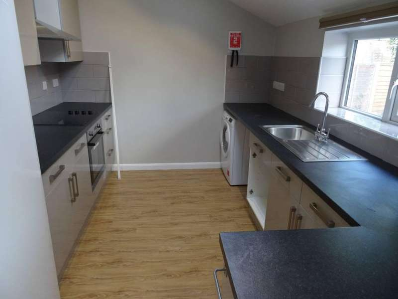 5 Bedrooms Terraced House for rent in Langdale Gardens, Headingley, LS6