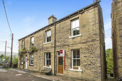 2 Bedrooms Terraced House for sale in Raven Bank, Luddendenfoot, Halifax, West Yorkshire