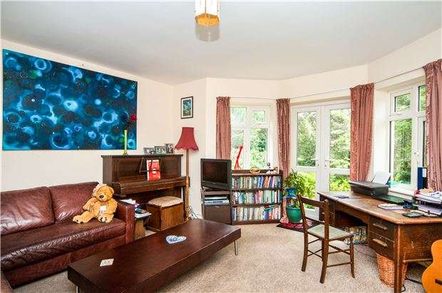 2 Bedrooms Flat for sale in Hollington Park Road, St Leonards On Sea, TN38 0SG
