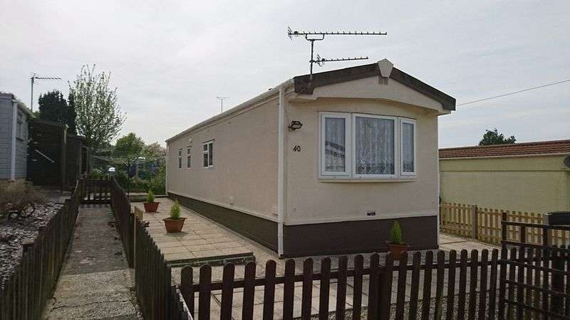 2 Bedrooms Property for sale in Rustywell Park, Yeovil