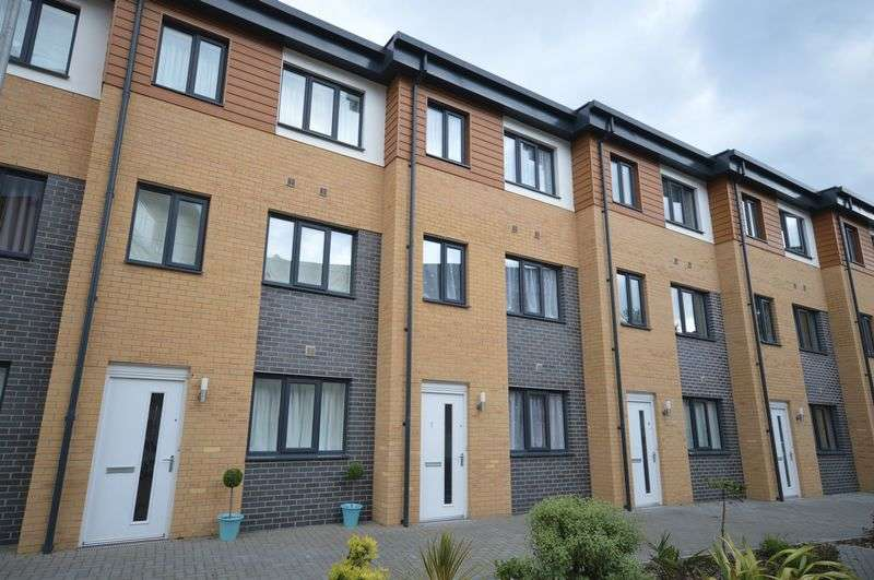 3 Bedrooms Terraced House for sale in Clock Tower Court, St. Austell