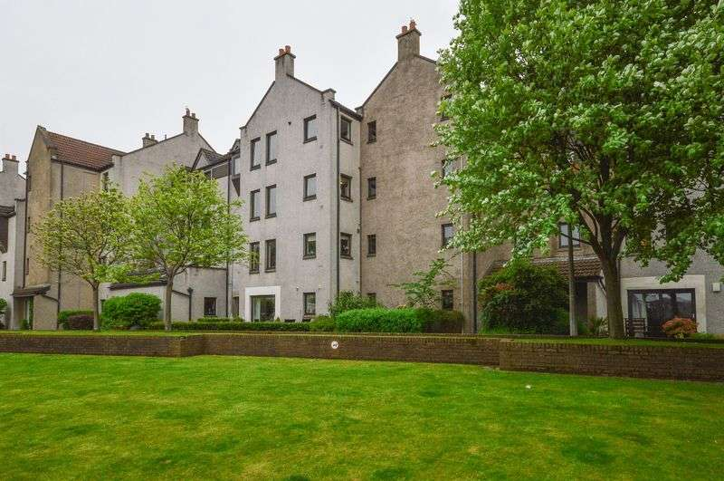 3 Bedrooms Flat for sale in 12/1 Sandport, The Shore, Leith, Edinburgh, EH6 6PL