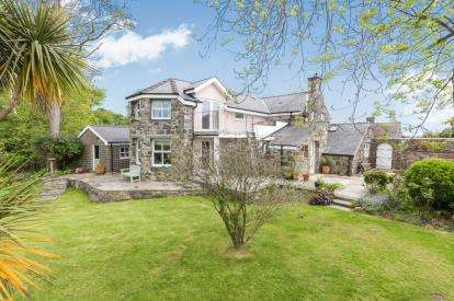 4 Bedrooms Detached House for sale in Muriau, Criccieth, Gwynedd, LL52