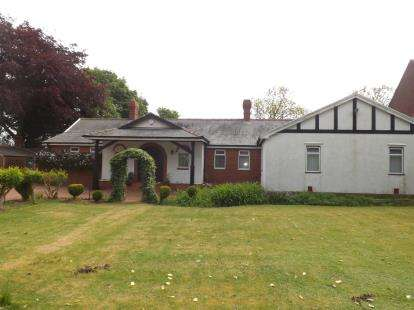 4 Bedrooms Bungalow for sale in Dipe Lane, East Boldon, Tyne and Wear, NE36
