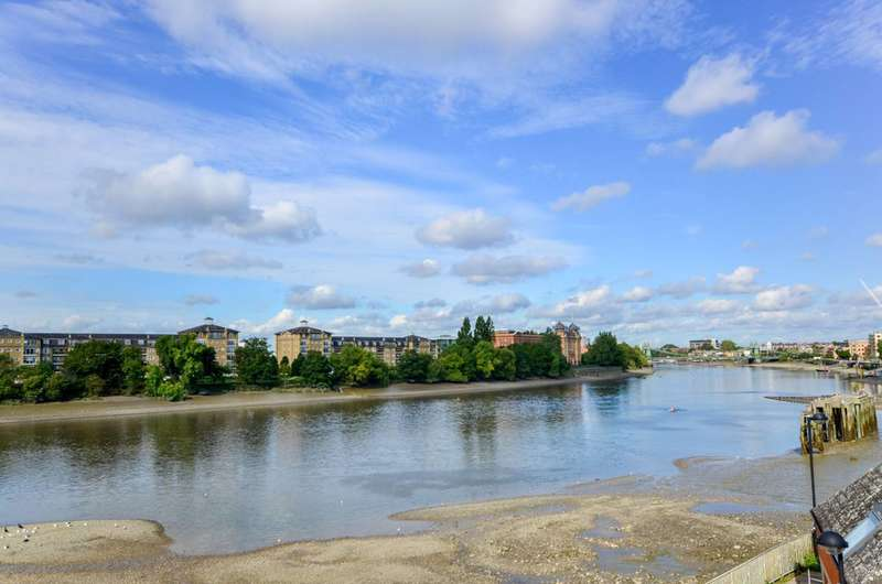 3 Bedrooms House for sale in Crabtree Lane, Crabtree Estate, SW6