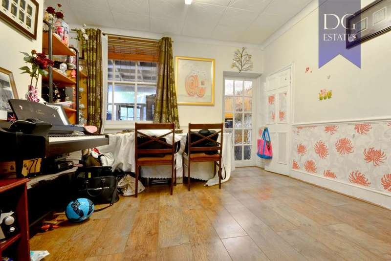 3 Bedrooms Terraced House for sale in Kevelioc Road, Tottenham
