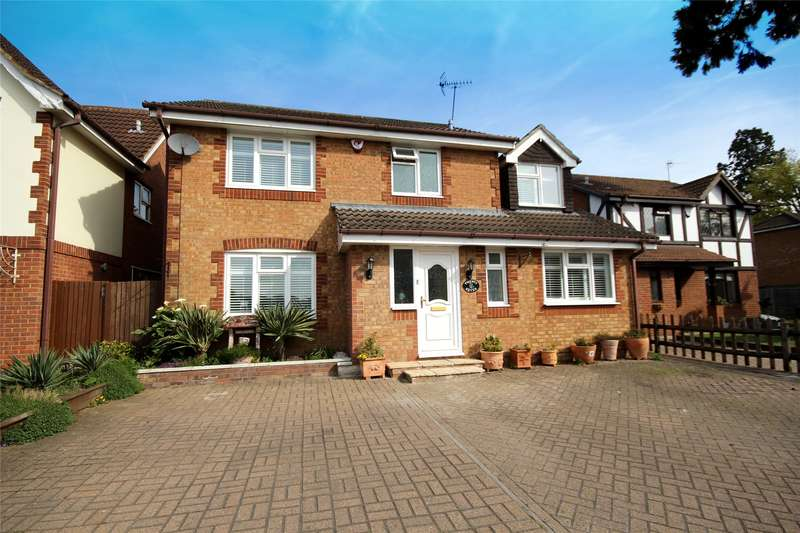 5 Bedrooms Detached House for sale in Pear Tree Road, Addlestone, Surrey, KT15