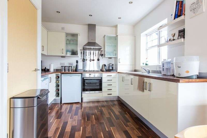 2 Bedrooms Flat for sale in Gardinar Close, Standish