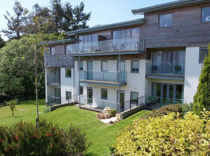2 Bedrooms Flat for sale in Woodland View, St. Austell