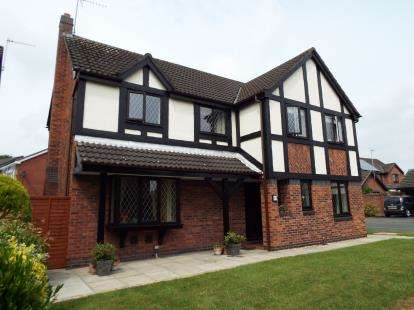 4 Bedrooms House for sale in Oakhurst Drive, Crewe, Cheshire