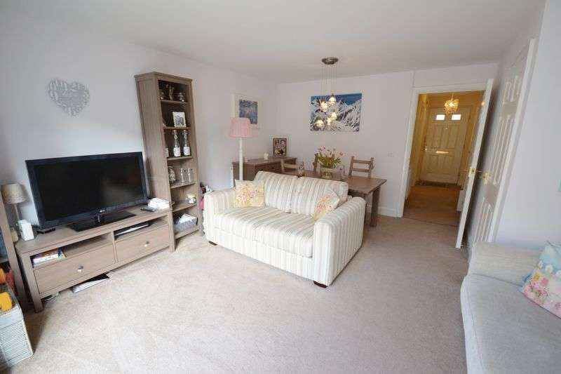 3 Bedrooms Semi Detached House for sale in Meysydd Y Coleg, Carmarthen