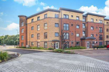 2 Bedrooms Flat for sale in Wynne Court, 1 Raven Close, Watford, Hertfordshire