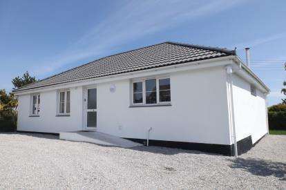 3 Bedrooms Bungalow for sale in Coverack, Helston, Cornwall
