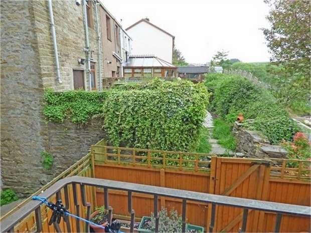 2 Bedrooms Terraced House for sale in Blackburn Road, Rising Bridge, Accrington, Lancashire