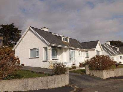 2 Bedrooms Bungalow for sale in Morannedd, Criccieth, Gwynedd, LL52
