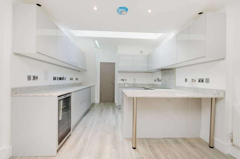 4 Bedrooms Flat for sale in Porchester Square, Queensway, W2