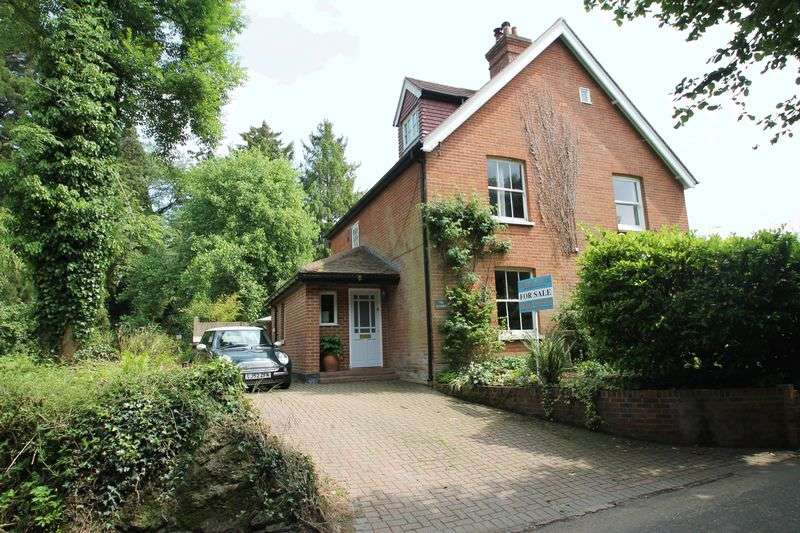 4 Bedrooms Semi Detached House for sale in Goose Green, Gomshall
