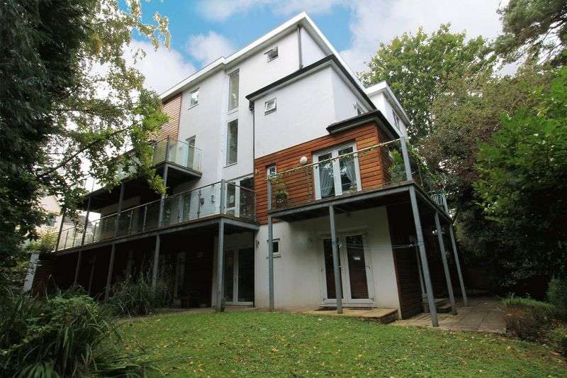 2 Bedrooms Flat for sale in Crescent Road, Bournemouth