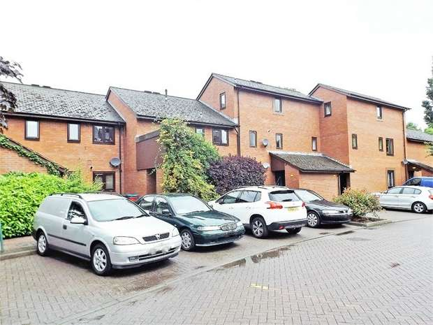 2 Bedrooms Maisonette Flat for sale in St Marys Close, Newtown, Powys