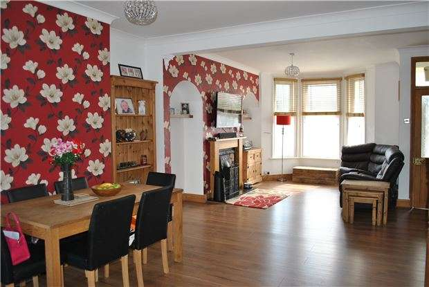 3 Bedrooms Semi Detached House for sale in Reginald Road, TN39 3PH
