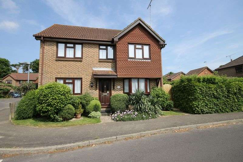 4 Bedrooms Detached House for sale in Charlwood Road, Burgess Hill, West Sussex