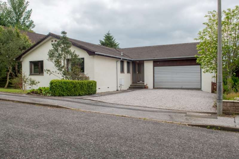 3 Bedrooms Bungalow for sale in Rutherfurd Close, Kirkcudbright, Dumfries and Galloway, DG6